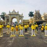 People learn Falun Dafa  during Dussehra festivities