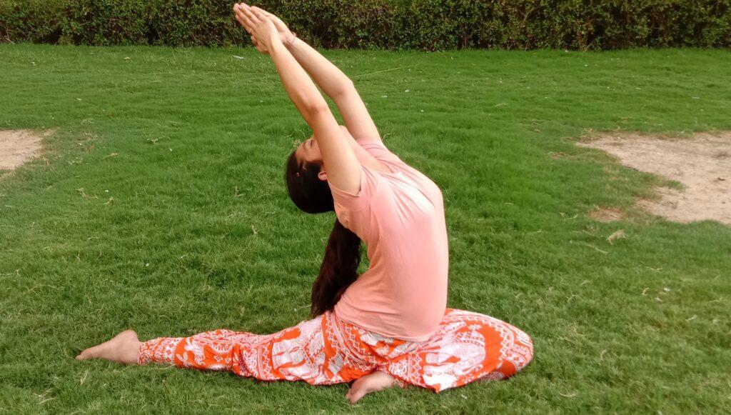 Raveena-tondon-yoga